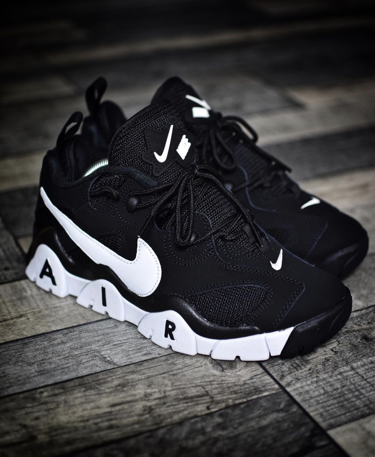 nike-air-barrage-low-black-white-availlable-now