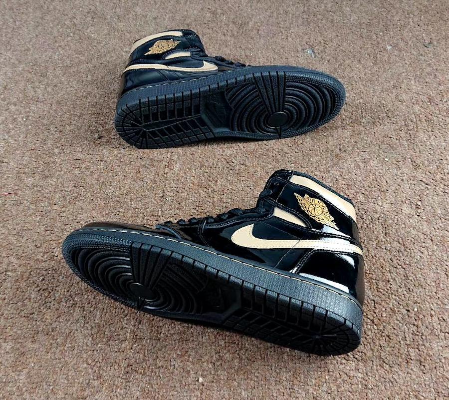 Air Jordan 1 High OG Metallic Gold