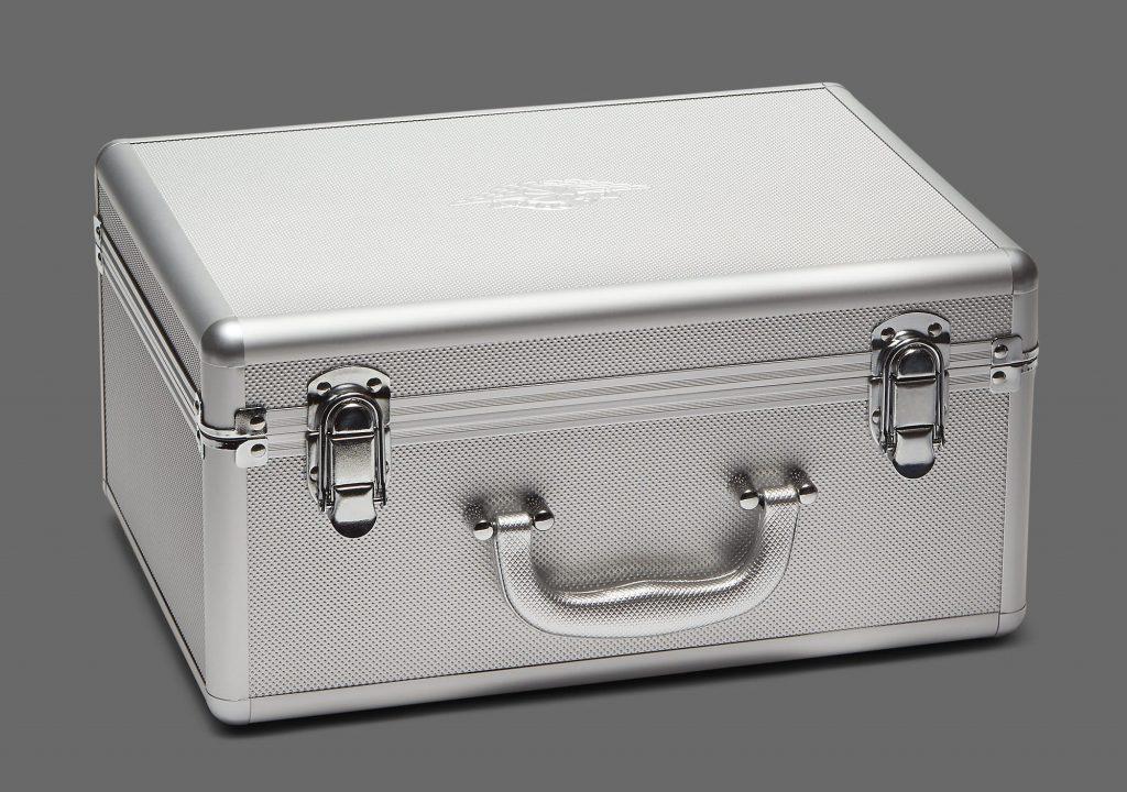 air-jordan-1-retro-high-og-co-jp-metallic-silver-da0382-029-suitcase-2