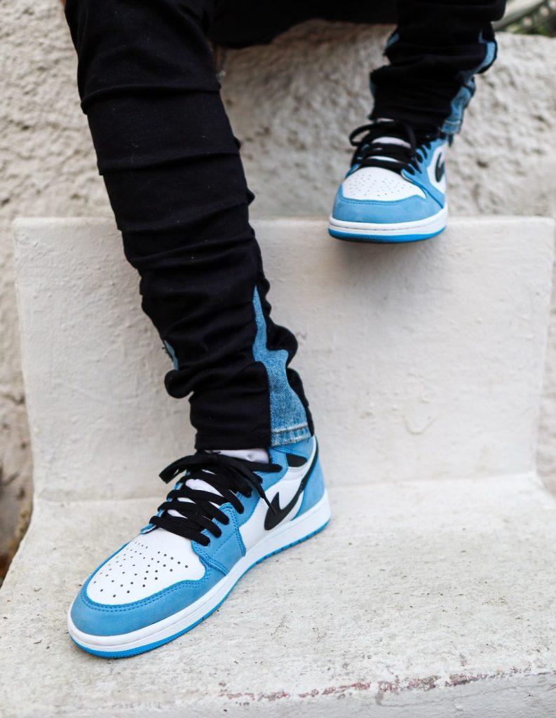 Air-Jordan-1-High-OG-University-Blue-555088-134-Release-Date-On-Feet-4