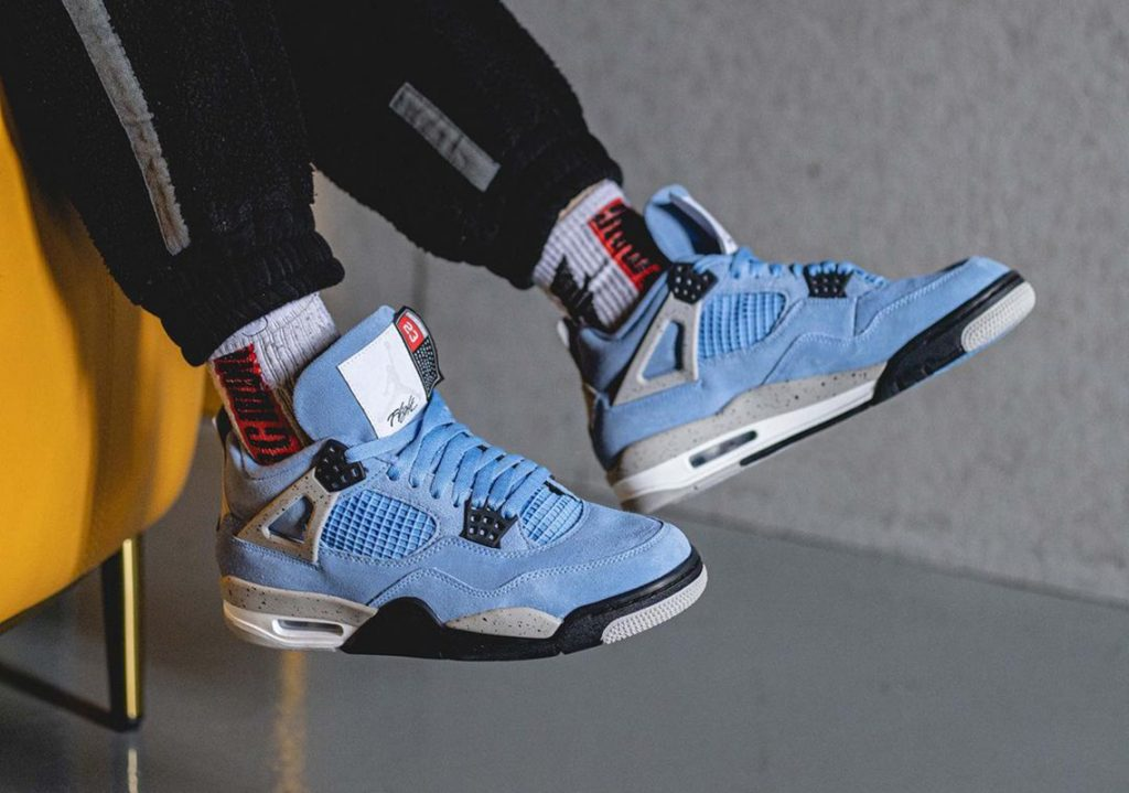 Air-Jordan-4-University-Blue-2021-Photos-0