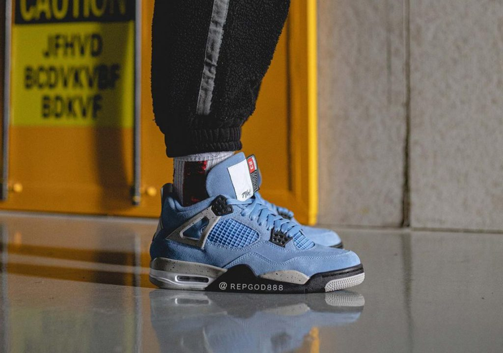 Air-Jordan-4-University-Blue-2021-Photos-1