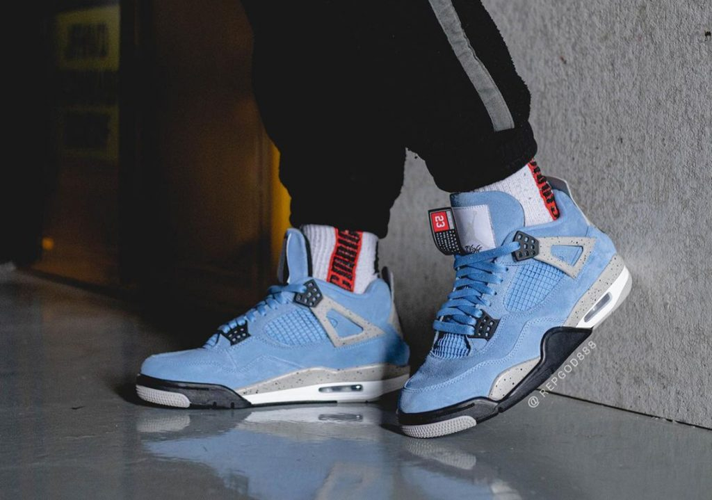 Air-Jordan-4-University-Blue-2021-Photos-3