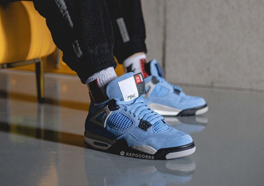 Air-Jordan-4-University-Blue-2021-Photos-5