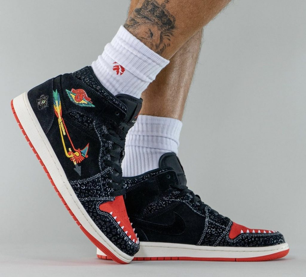 Air-Jordan-1-Mid-Siempre-Familia-2021-DN4904-001-Release-Date-On-Feet-5